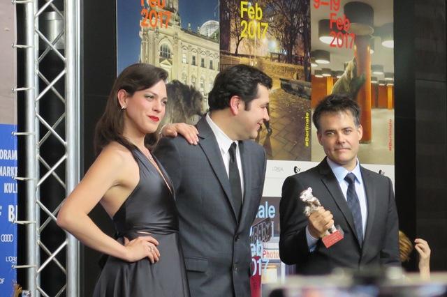 Sebastián Lelio (droite), Gonzalo Maza et Daniela Vega - Una mujer fantástica © Malik Berkati
